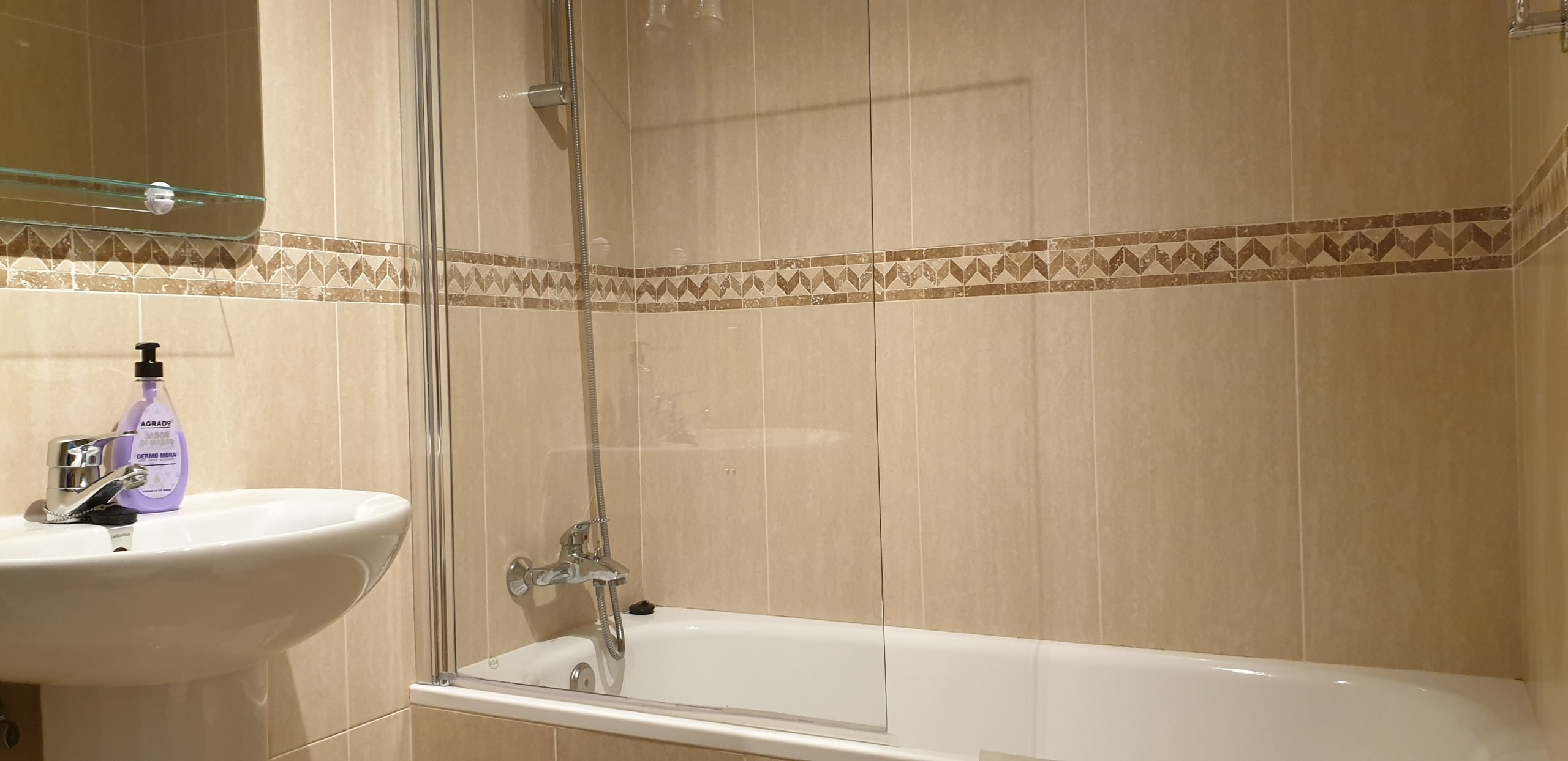 Shower connecte with Master Bedroom
