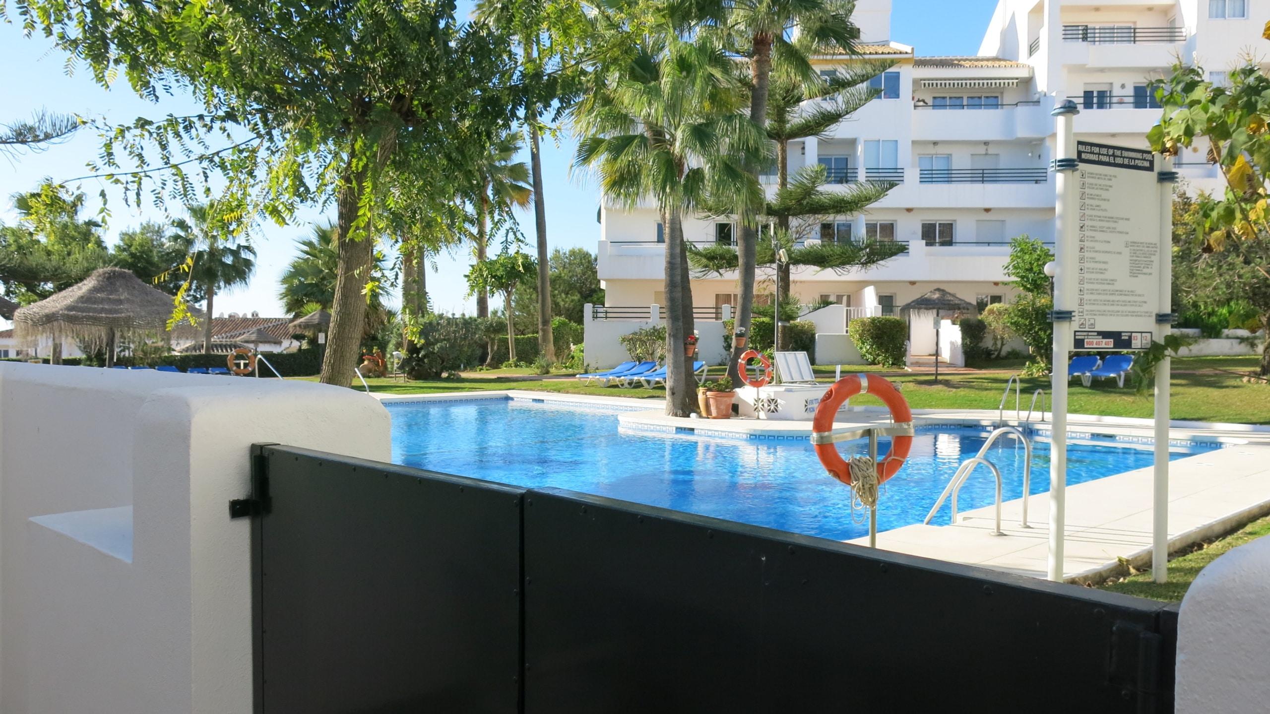 Swimming pool 10 meters away